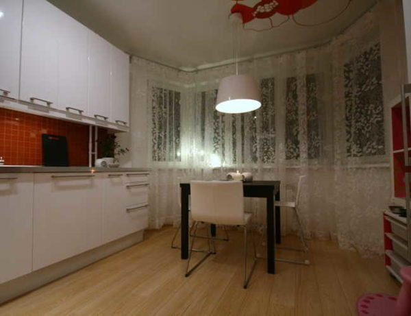 Дизайн кухни с эркером: как оформить, что и куда поставить (24 фото)