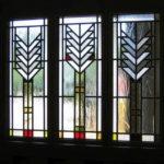 Комбинирование цветного и узорчатого стекла дает множество вариантов