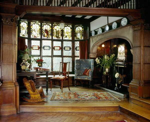 Витражи в классическом интерьере - важно согласовать все компоненты по цвету и стилю