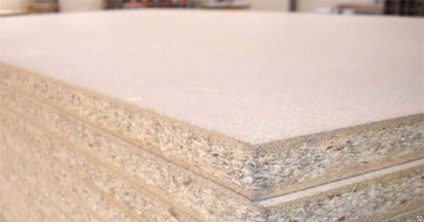 Трехслойный материал более прочный. Но рыхлый внутренний слой вносит ограничения на применение