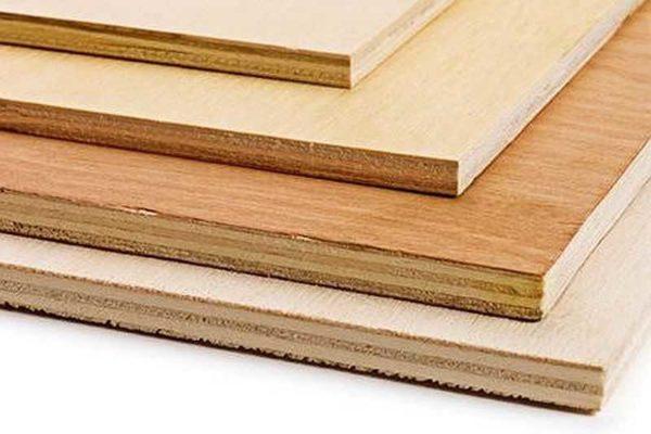 Фанера - один из самых известных и популярных в строительстве листовых материалов