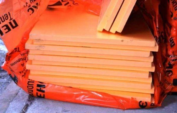 В упаковке, в зависимости от толщины, от 4 до 18 штук