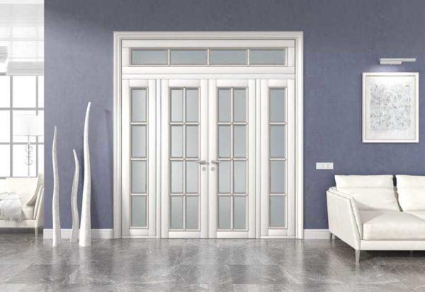 При высоком дверной проеме, над дверью можно установить верхнюю фрамугу