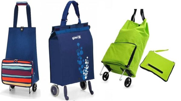 Бескаркасная хозяйственная сумка на колесиках очень компактна в свернутом виде (это тот небольшой салатовый сверток)