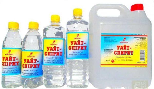 Расфасовывают в пластиковые бутыли и канистры