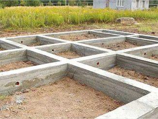 Если бетон заливается прямо на стройплощадке, получаем монолитный фундамент