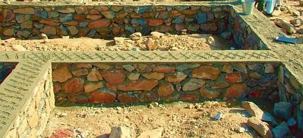 Бутовые фундаменты требуют высокого мастерства: камень нужно укладывать так, чтобы дом потом не портескался
