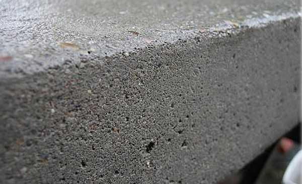 Какая марка цемента нужна для заливки фундамента зависит от типа строительного материала и грунтов