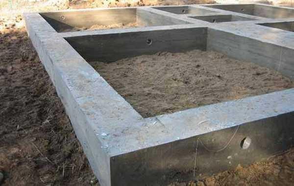 Марка бетона для ленточного фундамента частного дома зависит от грунтов и типа строительного материала