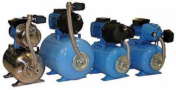 Насосные станции водоснабжения для частного дома Джилекс внешне похожи на агрегаты других производителей