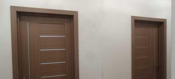 Если в одно помещение выходит несколько дверей, их оформляют одинаково