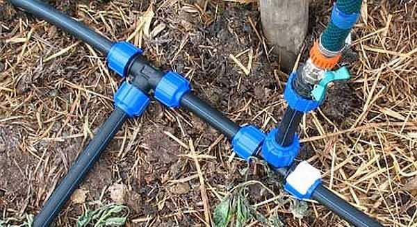 Чаще всего собираются системы автоматического полива своими руками из труб ПНД на компрессионных фитингах