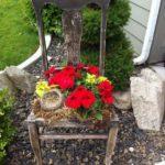 Облупившийся стул и тот стоит как подставка под цветы