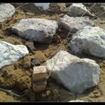 Площадку еще опутали проволокой - чтобы глина не плыла, и площадка не проседала