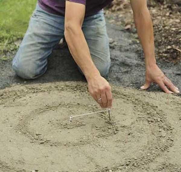 Наносите рисунок на песок