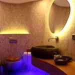 При использовании для освещения ванной светодиодной ленты дизайн становится более выразительным