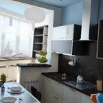 Если к кухне-гостиной добавить еще и балкон, можно организовать еще и столовую