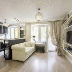 Еще один подходящий вариант интерьера кухни столовой для частного дома