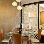И снова ажур...декоративная перегородка между кухней и гостиной на этом фото очень воздушна и необычна