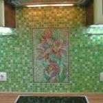 Зеленый цвет на кухне популярен: хорошо сочетается со многими другими цветами