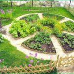 Почему-то нашим садоводам больше нравится радиальная схема для огорода. Наверное, потому что напоминает торт)))