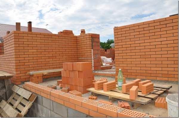 Дольше всего строить кирпичный дом