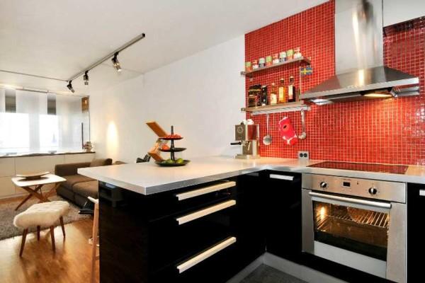 Разделителем в этом случае выступает стол, на котором модно готовить и обедать