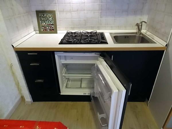 Небольшой встраиваемый холодильник