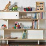 Комбинация открытых и закрытых полок - удобно для дошкольлников