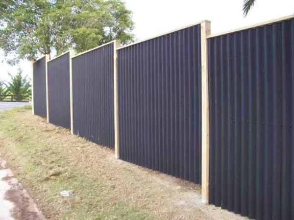 Забор из полимерного шифера