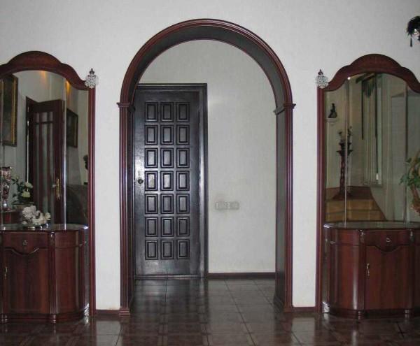 Для классической арки требуется высота не менее 2,5 м