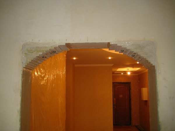 Вид на проем арки сбоку