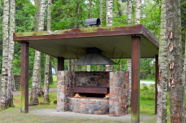 Простой мангал или барбекю из кирпича на даче или на участке можно построить и без опыта
