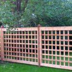 """Забор из деревянных планок решетчатый """"в клетку"""""""