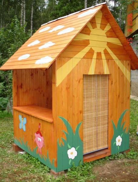 Один из вариантов домиков для детских игр на даче или во дворе