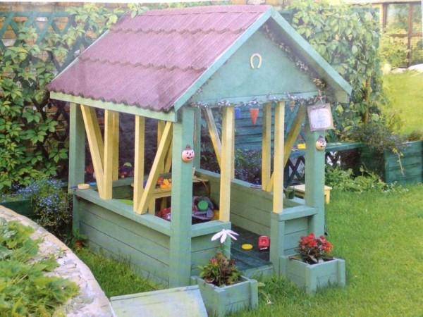 Летний детский домик из дерева