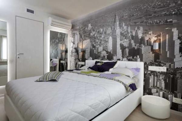 Исправить геометрию помещения можно при помощи изображения, которое наклеено на две прилегающие стены: оно размывает границу