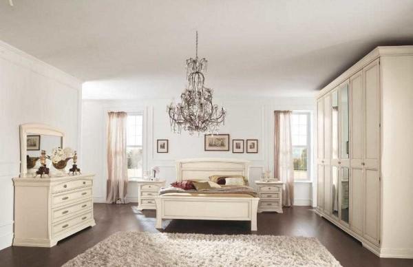 Лаконичный вариант оформления спальни в классическом стиле