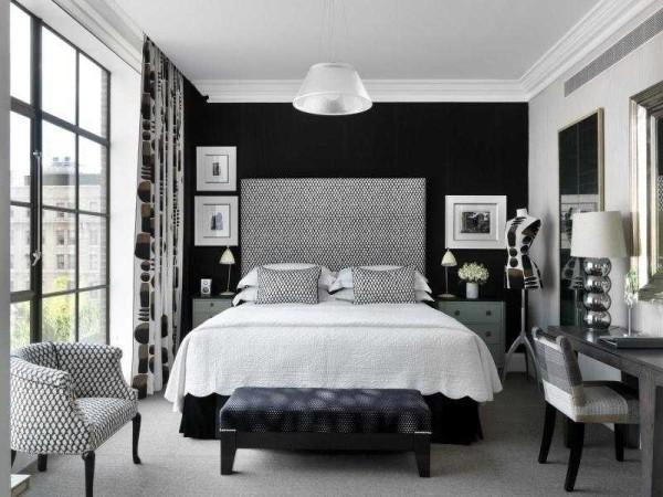 Черно-белая спальня - для стильных и смелых. Главное - обилие света и не переборщить с черным...