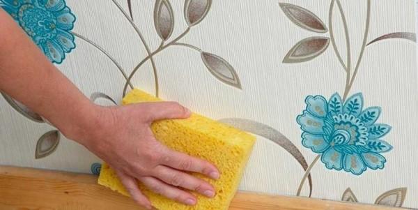 Не все обои можно мыть. Некоторые - только слегка протереть сухой мягкой тканью или губкой
