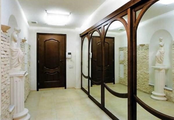 Зеркала в деревянном обрамлении - красивый интерьер, необычная подача
