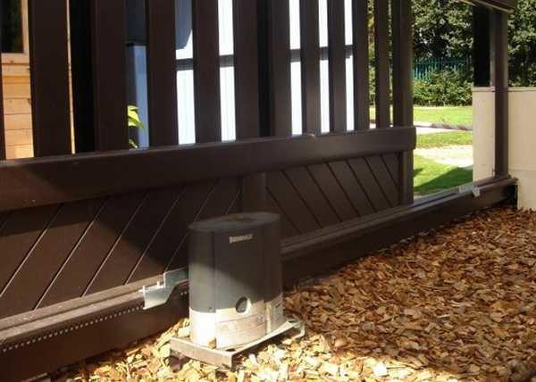 Один из приводов для консольных ворот с нижней балкой