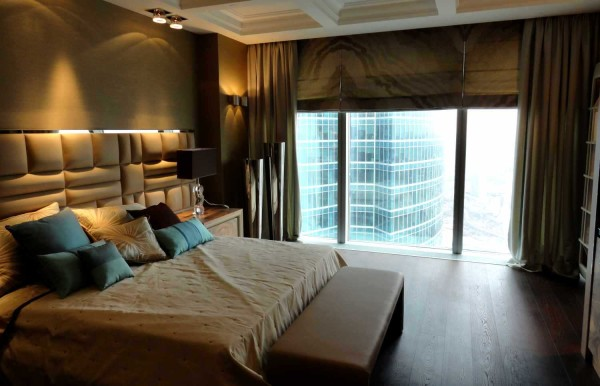 Шторы для спальни: комбинация из римских и классических