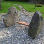 Качеля из больших камней