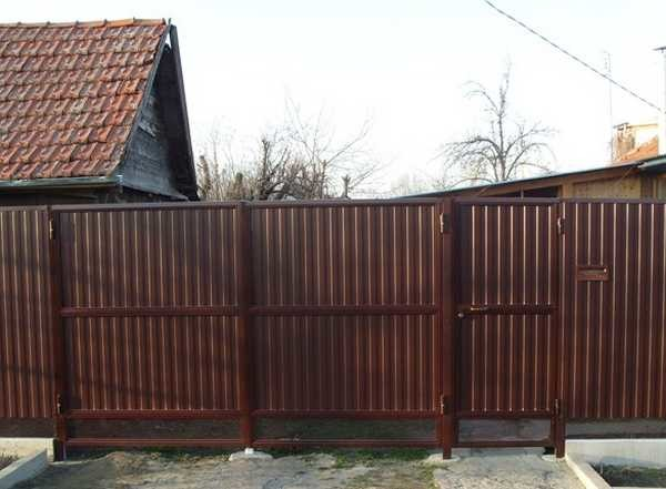 Готовые ворота из профнастила с калиткой