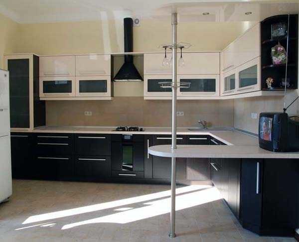 Что-то типа такой стойки считается в кухонных гарнитурах классикой