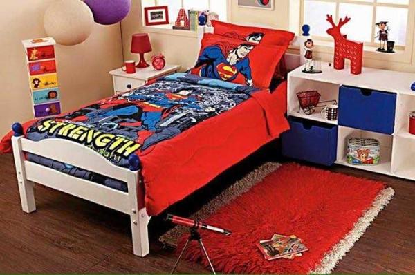 Возле кровати и в зоне игр уместен ковролин или коврик