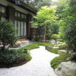 Чтобы дизайн садового участка был гармоничен, очень неплохо чтобы и дом и участок были в одном стиле