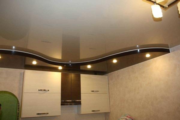 Попасть в тон мебели и правильно использовать подсветку - тоже важно