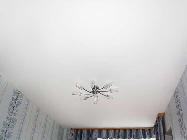 Хотите просто ровный потолок - можно сделать натяжной тканевый